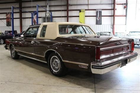 lincoln town car  miles brown coupe