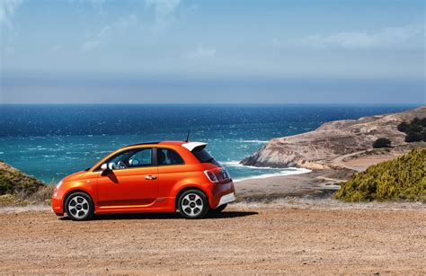 car anxiety fiat 500e ev customers will get free rental cars to ease range anxiety digital trends