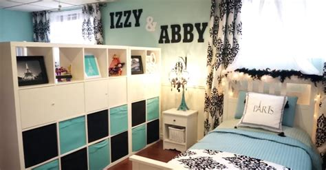 Split Bedroom Design The Wall Has 2 Names But Just 1 Bed Now Wait Til Turns The Corner