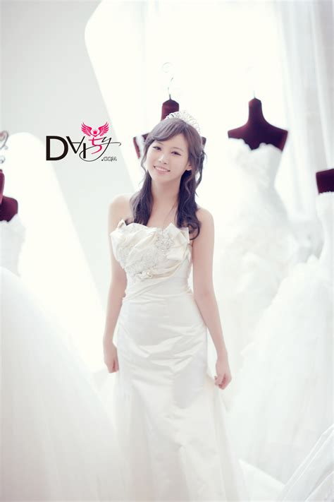 Yurra Dres pic 111203 girl s day yura everyday wedding dress