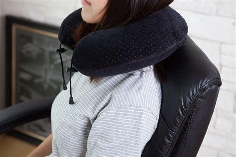 Travel Neck Pillow Reviews by Welcome To Travel Pillow Review Travel Pillow Review