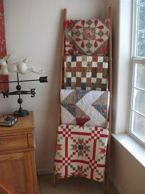 Decorating Ideas With Quilts 25 Best Ideas About Quilt Ladder On Blanket