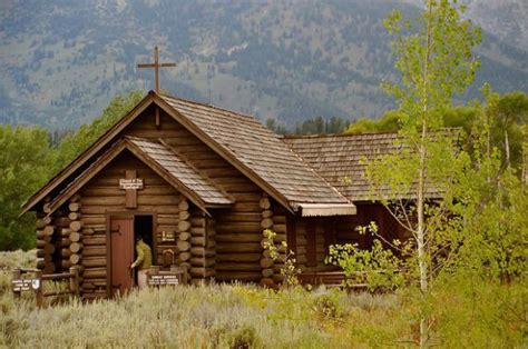 stunning log churches    breath  cabin obsession