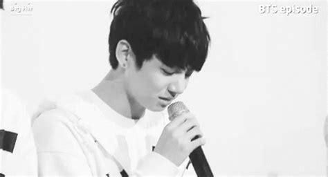 imagenes sad bts popular jungkook crying gif jungkook crying discover