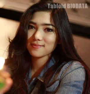 biography of isyana sarasvati biodata isyana sarasvati profil agama foto instagram