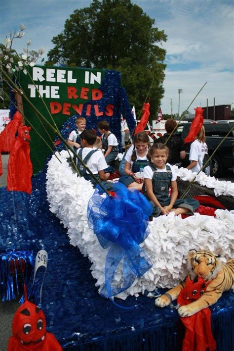 Best 20 Homecoming Floats Ideas On Pinterest Indiana Reels From Parade Float