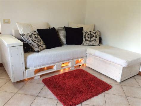 costruire un divano in legno costruire un divano in legno soppalco in legno fai da te