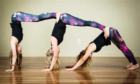 imagenes de yoga de tres personas 11 f 225 cil posturas de yoga para principiantes saludaio