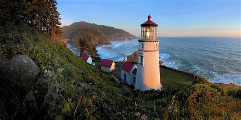 lighthouse bed and breakfast oregon s heceta head lighthouse bed breakfast casts a