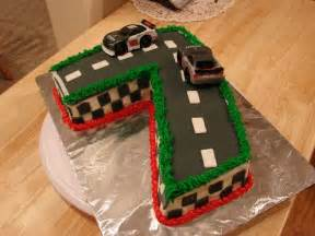 Cing Themed Cake Decorations by Best 25 Car Birthday Cakes Ideas On Race Car