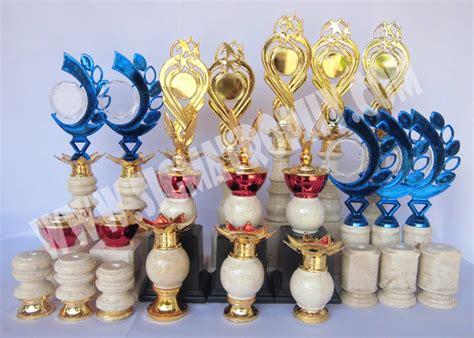 Boneka Wisuda Tulungagung sigma trophy jual trophy murah pusat trophy marmer