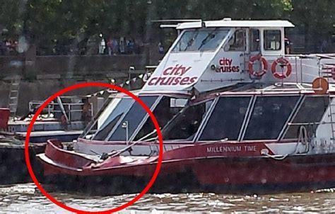 thames river cruise accident hundreds evacuated from thames tourist boat as it collides