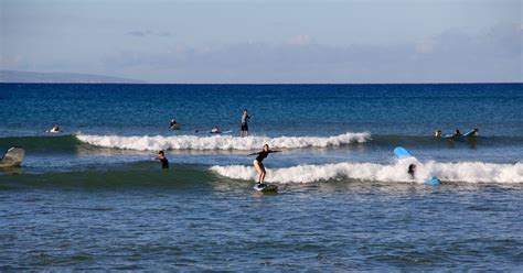 canoes surf break top 10 beginner surf breaks in maui