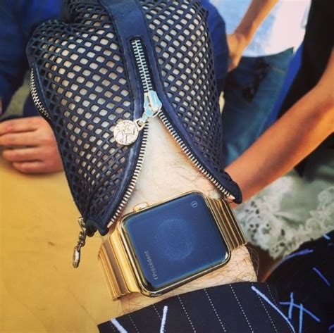 Top fashion designer shows off custom gold Apple Watch band