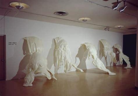lynda benglis exhibition puts fearlessness  display