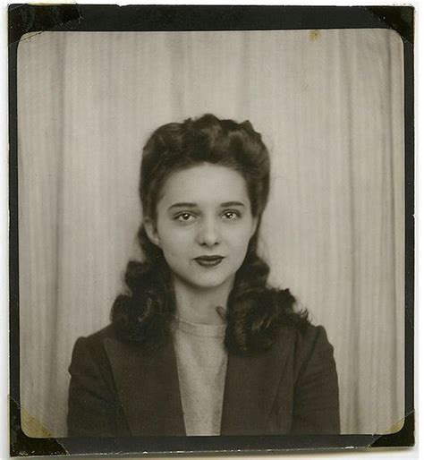 hair style photo booth photobooth 1940s love the hair and what a beauty