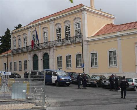 consolato italiano lisbona protesto em frente da embaixada de it 193 lia contra green