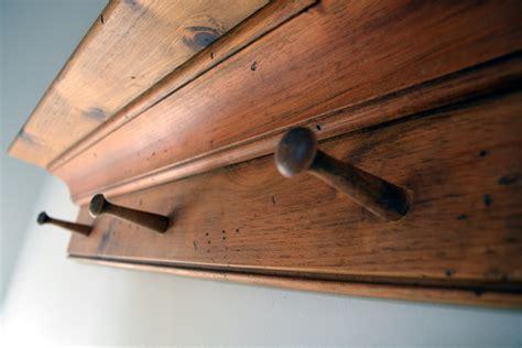 corniche in corniche en bois et portes cl 233 s manteaux