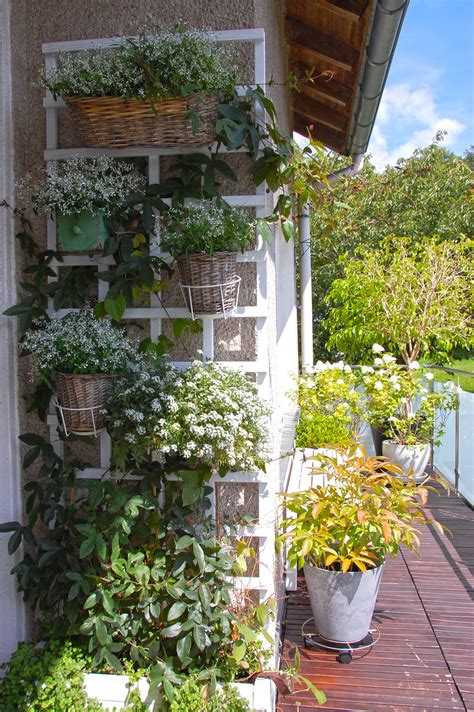 Gardening Balkon by Roomilicious Room Design