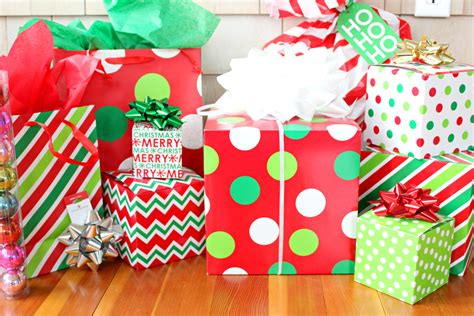 how to wrap a gift in 6 easy steps easy gift wrapping ideas from american greetings diary