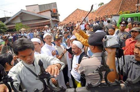 Agama Dan Konflik Sosial hukum dan sosial