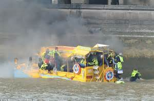 thames river cruise sinking thirty people jump into the thames after duck boat sets on