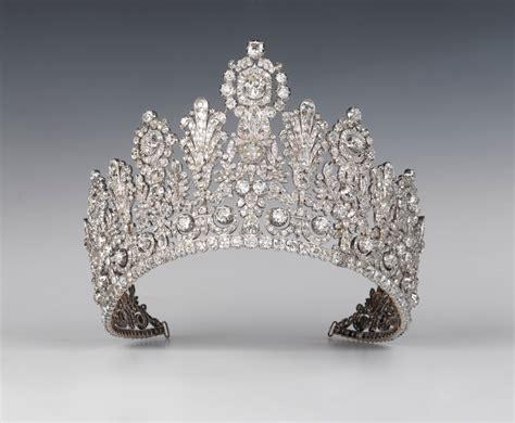 Du Tiara plus de 1000 id 233 es 224 propos de royal jewels sur bijoux de couronne diad 232 mes et