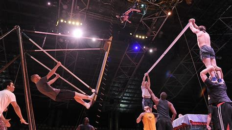Swing Performers Cirque Du Soleil S Saltimbanco Swings Back Into Perth