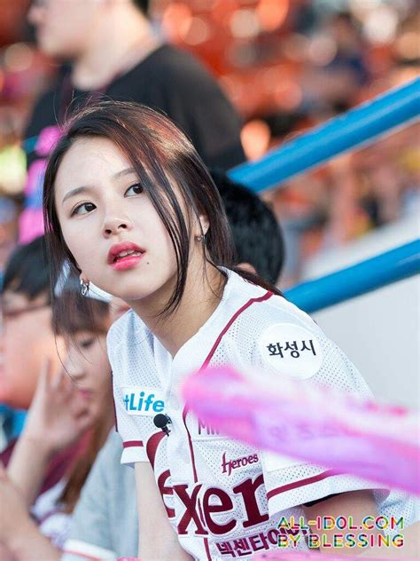 twice onehallyu twice ponytail celebrity photos onehallyu