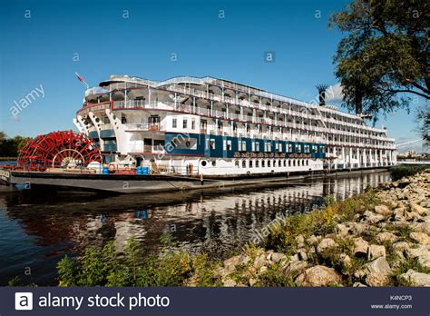 mississippi river boat cruise wisconsin paddlewheel mississippi river stock photos paddlewheel