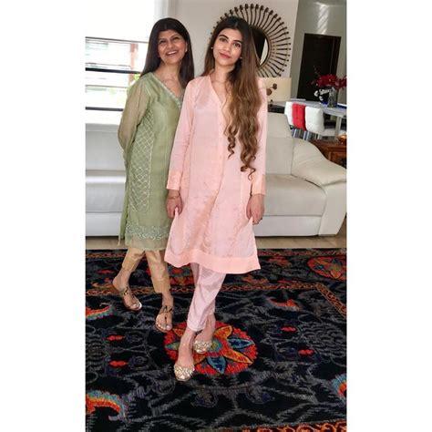 beautiful pictures  actress rubina ashraf   daughter minna tariq pakistani drama