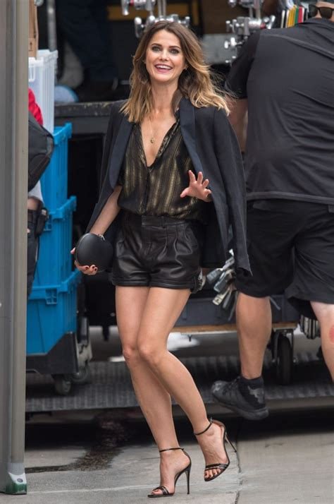 keri russell jimmy kimmel keri russell looks leggy in short shorts with gucci heels