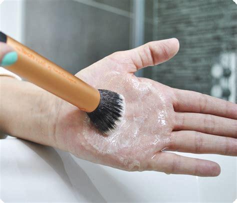 Pembersih Kuas Brush Cleaner Tangan cara membersihkan kuas make up ciricara page 2