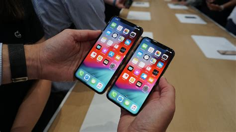 iphone xs compares  pixel  galaxy   huawei