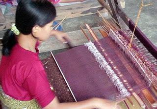 Songket Tradisional Asli Lombok By Tenun Kerang Dalam Siti Asiah Lmb berburu kain tenun di pusat kerajinantenun tradisional