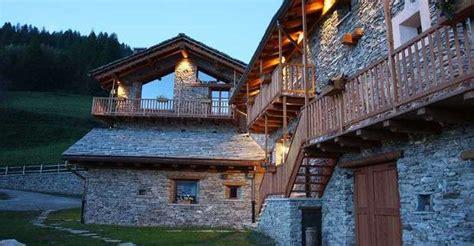 baita di montagna con camino baite di lusso in montagna foto my luxury