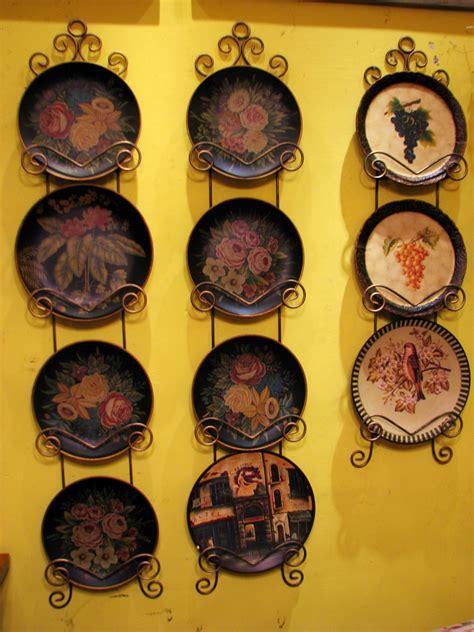 decorative wall hanging plates 20 beautiful wall decor ideas using decorative plates