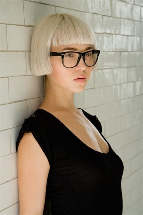 blonde bob no bangs geometric blonde bob with bangs and straight edges on the