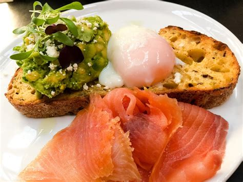 healthy fats in eggs breakfast for cyclists what to eat when cyclingtips
