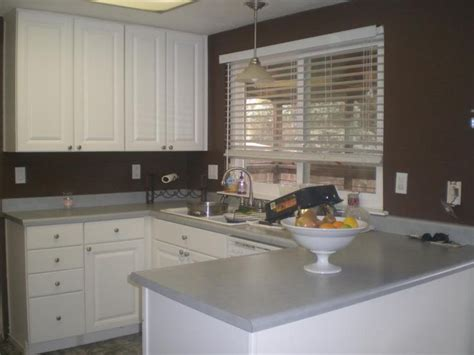 Brown Wall Kitchen by Brown Walls And White Cabinets Kitchen