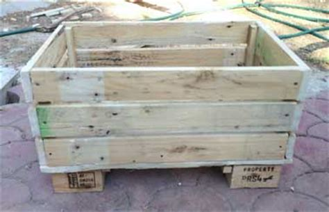 Exceptionnel Construire Jardiniere En Bois #3: fixez-les-cotes-et-le-fond-de-la-jardiniere-en-palette-en-bois.jpg