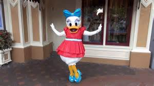 Daisy Duck Costume We Meet Daisy Duck In Her New Disneyland 60th Anniversary At Town Square 24 Hr Day Youtube