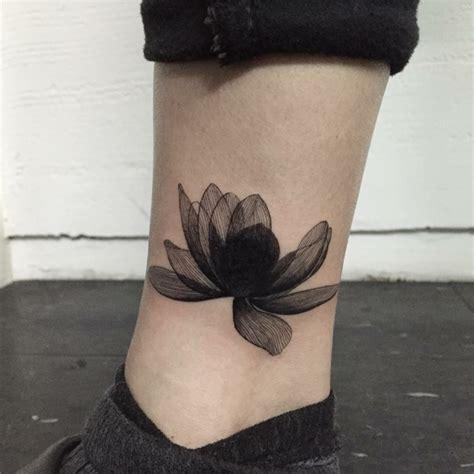 tatuaggi con fiore di loto 1001 idee per tatuaggi caviglia per per lui e per la