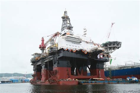 biggest drillships in the world hhi delivers world s largest semi submersible drilling rig