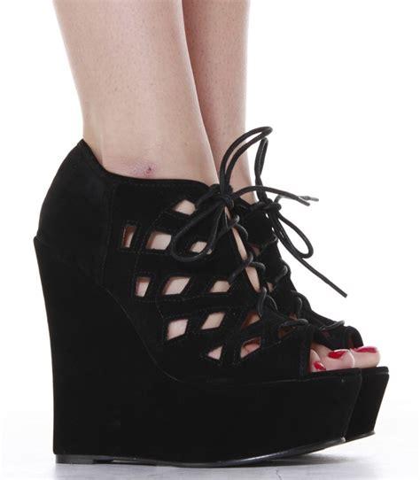 siyah beyaz modern dolgu topuk ayakkabi modelleri 2013 siyah dolgu topuk ayakkabı modelleri 52