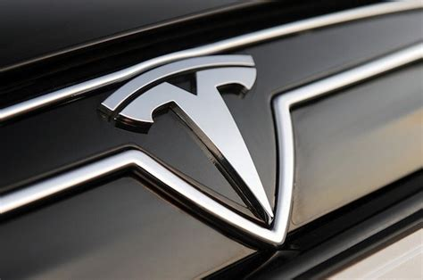 Tesla Insignia 301 Moved Permanently