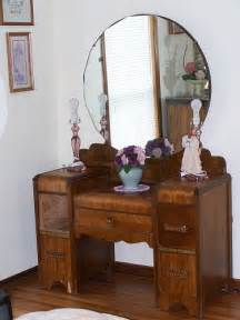 Vanities With Mirrors Thrift Store Junkies Vintage Vanity Dresser With Mirror