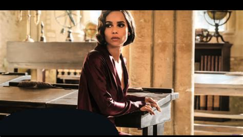 actress in fantastic beasts 2 fantastic beasts 2 zoe kravitz on leta newt s special