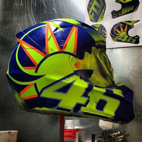 desain helm vr46 desainer helm spesial untuk valentino rossi dari indonesia