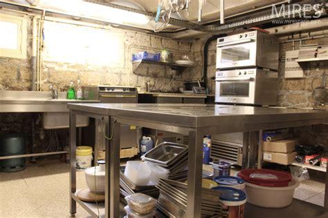 cuisine en sous sol carrelage en marbre carrelage marbre sur enperdresonlapin
